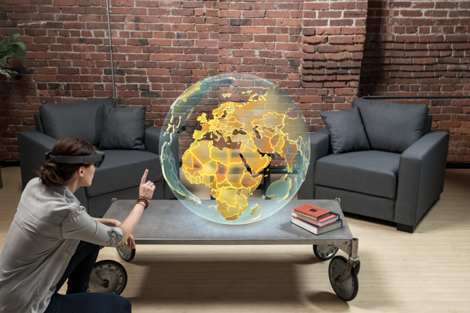 5 công nghệ ảnh hướng đến digital marketing Microsoft HoloLens