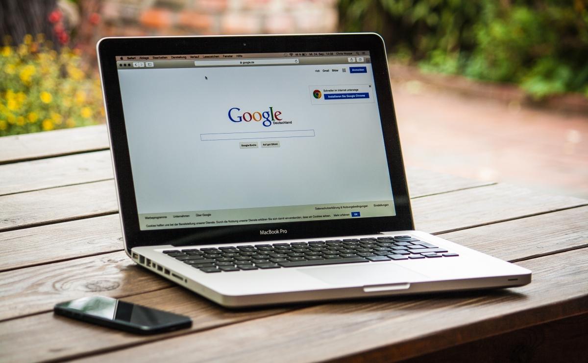 Google chính thức tung ra thanh tìm kiếm mới đính ở đầu trang, thanh tìm kiếm được bo tròn