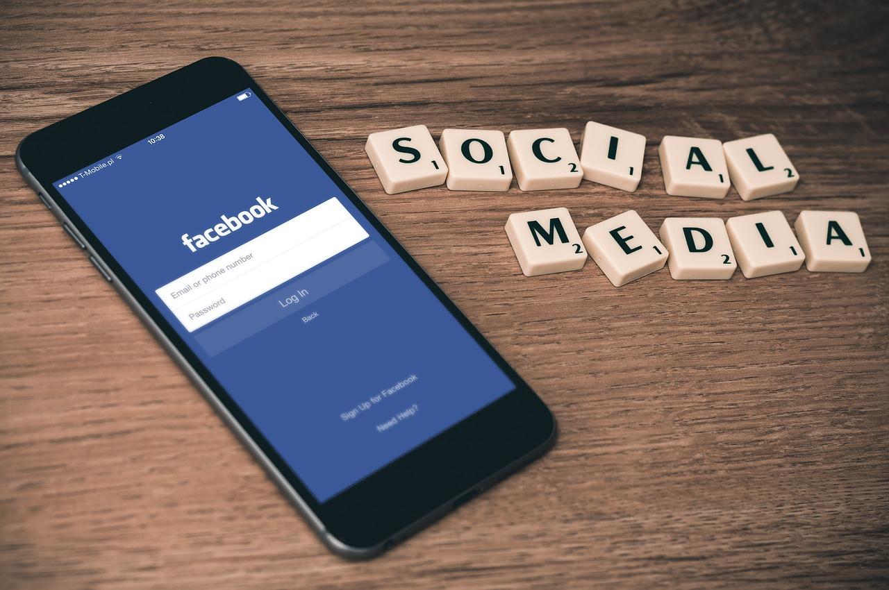 Facebook thử nghiệm tính năng cho phép Pageslưu trữ và chia sẻ Stories